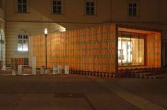 Gregor Pils e Claus Schnetzer são dois estudantes da Universidade de Viena, e criaram este conceito Pallet Home, um estilo de casa de madeira reciclada com a utilização de pallets.