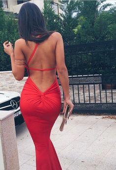 Vestido de día con escote en la espalda. Inspírate más en http://bodatotal.com/blog