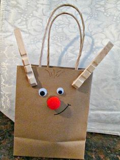Keepsake Gift Ideas Perfect For Teachers & Grandparents . Super cute idea for personalized gift bags and keepsake ornaments, makes a great gift! Christmas Art, Christmas Projects, Winter Christmas, Holiday Crafts, Christmas Decorations, Xmas, Nursing Home Gifts, Christmas Activities, Christmas Snacks