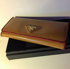4ffd1538806165 Prada-Vintage portemonnee EUR 1.00 Meer informatie | catawiki | Pinterest