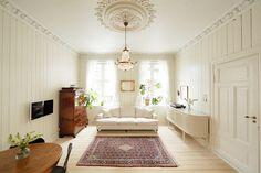 FREDENSBORG: Sjarmerende 2-roms leilighet. Nytt bad 2010. Stukkatur,