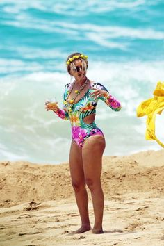 Beyonce slays in colourful one-piece swimsuit as she shows rare PDA with hubby Jay Z on loved up beach day in Hawaii Beyonce Body, Beyonce Style, Beyonce And Jay, Beyonce Knowles, Beyonce Tattoo, Beyonce Drawing, Beyonce Lyrics, Beyonce Makeup, Beyonce Quotes