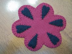 "Primitive Country ""Mini"" Cranberry/black Hearts Candle Mat/Mug Rug"