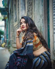 Have a look at the beautiful ladies of India. How stunning they are in saree! The largest gallery of Indian girls in saree! Beautiful Girl Indian, Most Beautiful Indian Actress, Beautiful Saree, Beautiful Models, Beautiful Ladies, Simply Beautiful, Beautiful Pictures, Beauty Full Girl, Beauty Women