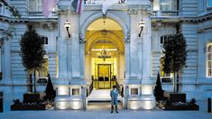Located at West End, The Langham, London is a luxury hotel with a history of delighting guests and providing lengendary service since Learn more. London Hotels, 5 Star Hotels, Best Hotels, Luxury Hotels, Top Hotels, London Watch, Langham Hotel, Luxury Penthouse, Penthouse Suite