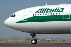 PERUGIA - Un pilota adoperante per la compagnia Alitalia è stato sospeso dal servizio dopo che l'uomo ha sparato alcuni colpi di