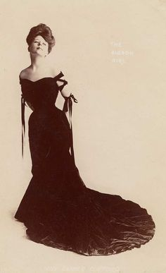 Camille Clifford. Gibson Girl. - With her hourglass figure, her expertly upswept hair, and her decidedly aristocratic air, she was everything American women in 1900 aspired to be.