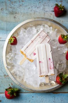Strawberry Cheesecake Popsicles #recipe via LifeYourWay.net