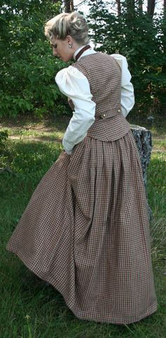 Would make the vest a v-front with lapels. 1890s Fashion, Edwardian Fashion, Vintage Fashion, Steampunk Costume, Steampunk Fashion, Historical Costume, Historical Clothing, Beautiful Outfits, Cool Outfits
