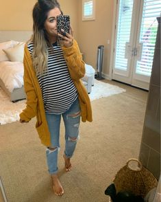 pregnancy outfits casual 556687203942819808 - Source by bulletabille Casual Maternity Outfits, Stylish Maternity, Maternity Jeans, Maternity Fashion, Pregnancy Fashion, Winter Maternity Clothes, Winter Maternity Style, Cute Maternity Style, Maternity Sweater Dress