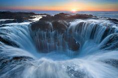 アメリカにある海水を飲み込む巨大な穴『トールの井戸』