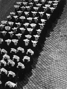 Spanish nuns, 1934, photo by Erno Vadas