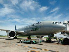 """Alitalia Boeing 777-200/ER """"Skyteam Alliance LogoJet"""""""