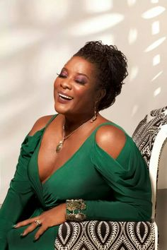 Loretta Devine Love her! So underrated. She is glowing and beautiful in this emerald green. Black Actresses, Black Actors, Black Celebrities, Celebs, Famous Celebrities, Black Girls Rock, Black Girl Magic, Beautiful Black Women, Beautiful People
