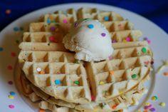 Bite me, I'm vegan: Funfetti Cake Waffles Savory Breakfast, Vegan Breakfast Recipes, Delicious Vegan Recipes, Raw Food Recipes, Dessert Recipes, Breakfast Time, Desserts, Waffle Cake, Pancakes And Waffles