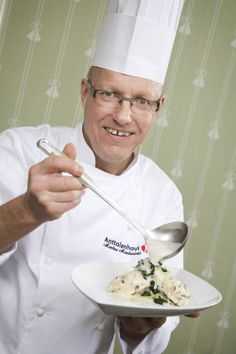Famous chef Markus Maulavirta from Аnttolanhovi has cooked for us classic asparagus with Dutch sauce: whipped eggs and lemon juice, balsamic vinegar and melted butter.
