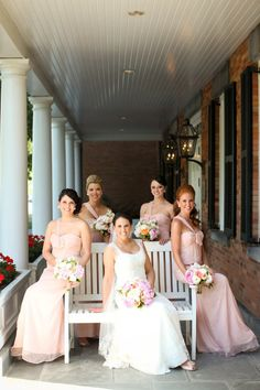 A sublime wedding party, so picture perfect
