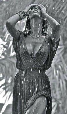 rain and wet Sexy Cartoons, Pin Ups Vintage, Rain Photography, Love Rain, Walking In The Rain, Local Girls, Foto Art, Foto Pose, Female Form