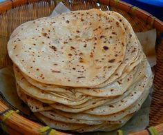 Chapatis are one of the most common forms in which wheat, the staple of northern south asia, is consumed. Chapati is a form of 'Roti or bread. African Chapati Recipe, Pan Hindu, Chapati Recipes, Indian Flat Bread, Roti Recipe, Singapore Food, Pan Bread, Recipe Details, Naan