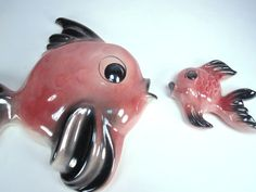 fish plaques - I have some pink and green ones of these Vintage Love, Vintage Decor, Vintage Pink, Vintage Stuff, Vintage Bathrooms, Pink Bathrooms, Pink Bathroom Accessories, Pink Fish, Kitchen And Bath Remodeling