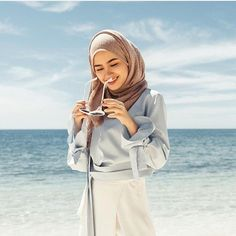 Different Types of Hijabi Girl Photography Ideas - Diruang Tengah Hijab Fashion Summer, Muslim Fashion, Hijabi Girl, Girl Hijab, Hijab Outfit, Ootd Hijab, Photography Poses, Fashion Photography, Outfit Strand