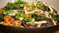 Dit is een ideaal gerecht om voor vrienden klaar te maken. Zet alle ingrediënten klaar en werk de pasta af zodra de gasten er zijn. Succes verzekerd!