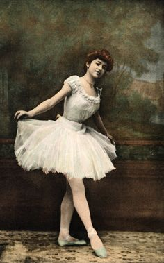 vintage photos of ballerinas Vintage Photographs, Vintage Photos, Antique Photos, Vintage Glamour, Vintage Ladies, Burlesque Vintage, Vintage Ballerina, Ballet Photos, Famous Photographers