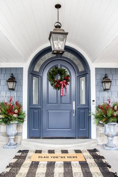 Free Christmas Door Decoration To Make Your Home The Jolliest On The Block New 2020 - Page 29 of 35 christmas door; christmas door decorations for work; Christmas Front Doors, Christmas Door Wreaths, Christmas Door Decorations, Christmas 2017, Christmas Cards, Christmas Design, Xmas, Christmas Tree, Arched Front Door