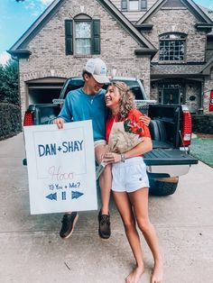 Literally all I want ughhh Best Prom Proposals, Cute Homecoming Proposals, Homecoming Signs, Homecoming Posters, Homecoming Poster Ideas, Country Prom, Country Couples, Lacrosse Sticks, Friday Night Lights