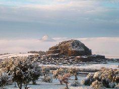 Il nuraghe di Barumini sotto la neve - Sardegna