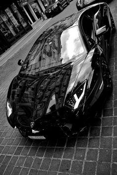 Lamborgini Avantador - Looks like the Batman car!