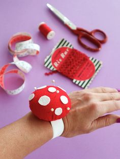 Rose Pincushion Cuff PDF Sewing Pattern (Digital Delivery): Instructions to make a bracelet pin cushion to wear while you sew Felt Crafts Diy, Felt Diy, Craft Gifts, Fun Snacks For Kids, Crafts For Kids, Diy Cushion, Pdf Sewing Patterns, Craft Tutorials, Craft Videos