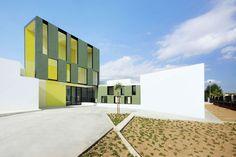 Consell Kindergarten / RIPOLLTIZON  Architects: RIPOLLTIZON  Location: Avinguda de Francesca Homar i Pascual, Consell, Illes Balears, Spain  I'd love to go to kindergarden at Illes Baleares:-)