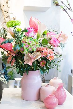 Bouquet Tales - romantic pink, with rose and pink Xavia and Marijke Diy Wedding Deco, Valentines Flowers, Happy Summer, Chrysanthemum, Hydrangea, Flower Designs, Floral Design, Bloom, Table Decorations