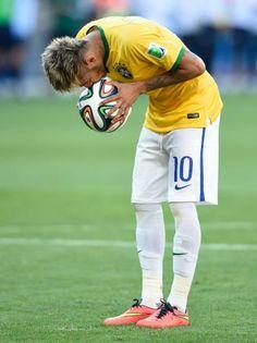 Júlio César herói, choro de Neymar e alívio; veja fotos de Brasil x Chile (© USATodaySports)