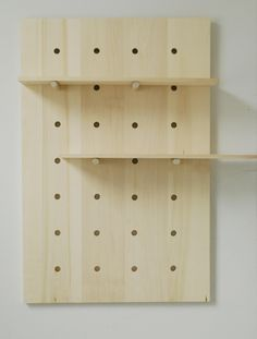 DIY Project Idea: How to Make a Modern Pegboard Shelving System — Apartment Therapy Tutorial Diy Projects Apartment, Diy House Projects, Diy Furniture Projects, Plywood Furniture, Furniture Design, Furniture Movers, Diy Regal, Diy Casa, Diy Cutting Board