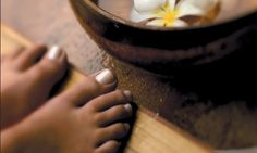 Color Me Beautiful!: DIY: Listerine & Vinegar for Beautiful Bare Feet!