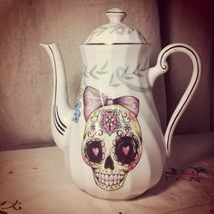 Tomorrow is Kustom Krafts and its my last market for the year! I whipped up this teapot this afternoon to take along :)