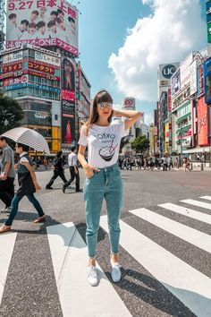 Tokyo, the Vibrant capital of Japan - it's a place you must visit at least once in a lifetime. Click through to get inspired with pictures from Tokyo Spring Outfits Japan, Japan Outfits, Summer Outfits, Japan Summer Outfit, Tokyo Tumblr, Photo Japon, Style Du Japon, Japan Style, Shibuya Style