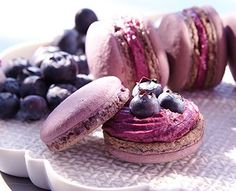 Rezept: Heidelbeer-Macarons Recipe: Blueberry Macarons Related posts: Recipe: Blueberry Macarons Macaron Recipe: 5 Tips for Perfect Homemade Macarons Rainbow Macarons Recipe Halloween muffin recipe with delicious creamy cream and raspberry sauce French Desserts, Mini Desserts, No Bake Desserts, Dessert Recipes, Dessert Blog, Macaron Cookies, Cupcakes, Blueberry Recipes, Best Food Ever
