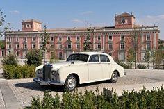 Categoría 1: Clásicos Bentley-Rolls Royce. Precio de 600 € a 650 €, según temporada.
