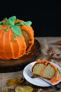 How to make a Pumpkin Bundt Cake – Perfect for Halloween, this easy peasy cake is so much fun to make. Filled with buttercream icing – the best frosting – kids will love this bake. It's almost here, the most spook-tacular time of the year! (See what I did there?) Halloween! We never really celebrated halloween … Pork Recipes, Baking Recipes, Cake Recipes, Pumpkin Recipes, Vegan Recipes, Halloween Cakes, Halloween Pumpkins, Halloween Foods, Spooky Halloween