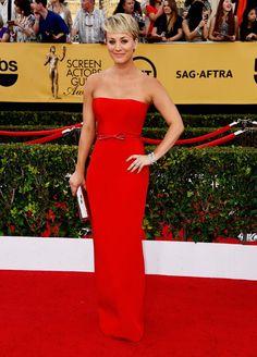 Pin for Later: Wir nehmen euch mit auf den roten Teppich der SAG Awards! Kaley Cuoco
