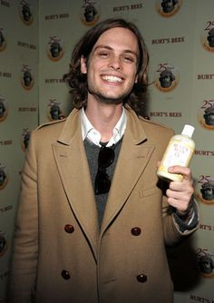 Matthew Gray Gubler is unbelievably adorable. Look at him smiling and wearing a peacoat while holding burt's bees lotion! Spencer Reed, Dr Spencer Reid, Celebrity Crush, Celebrity Photos, Spencer Reid Criminal Minds, George Mackay, Matthew Gray Gubler, Famous Men, White Boys
