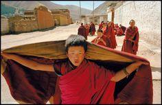 Novice Tibetan monks on their way to prayer. Xianhe, Gansu Province, China. 1996. © Ian Berry / Magnum Photos