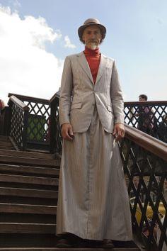 066 Man Skirt, Dress Skirt, Dress Up, Male Dress, Men Wearing Skirts, Kilts, Bending, Real Men, Men Looks