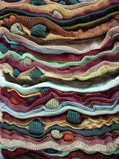 Jade Drew es una artista graduada por la londinense Universidad de Chelsea en diseño textil. Especializada en punto, su pretensión es crear una firma de complementos y accesorios de tricot. Un ejem…