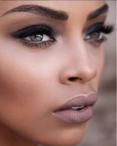This gorgeous smokey eye look by @makeupbyjmonroy gives us LIFE! He applied #Ardell Individuals in short and medium black.