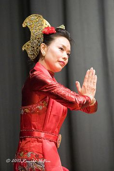 #Beautiful Traditional Indonesian Dancers.