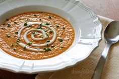 Skinny Yet Creamy Carrot Ginger Soup 3 point meal that satisfies my liquid-ish diet. Ww Recipes, Soup Recipes, Vegetarian Recipes, Veggie Recipes, Carrot Ginger Soup, Healthy Soup, Healthy Eating, Pasta, Soup And Salad